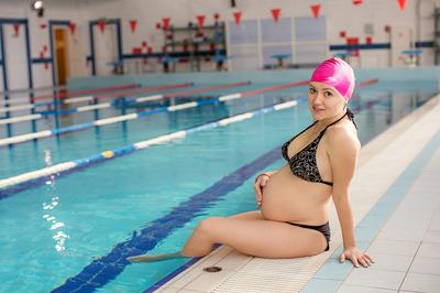 Чем полезен бассейн для беременных