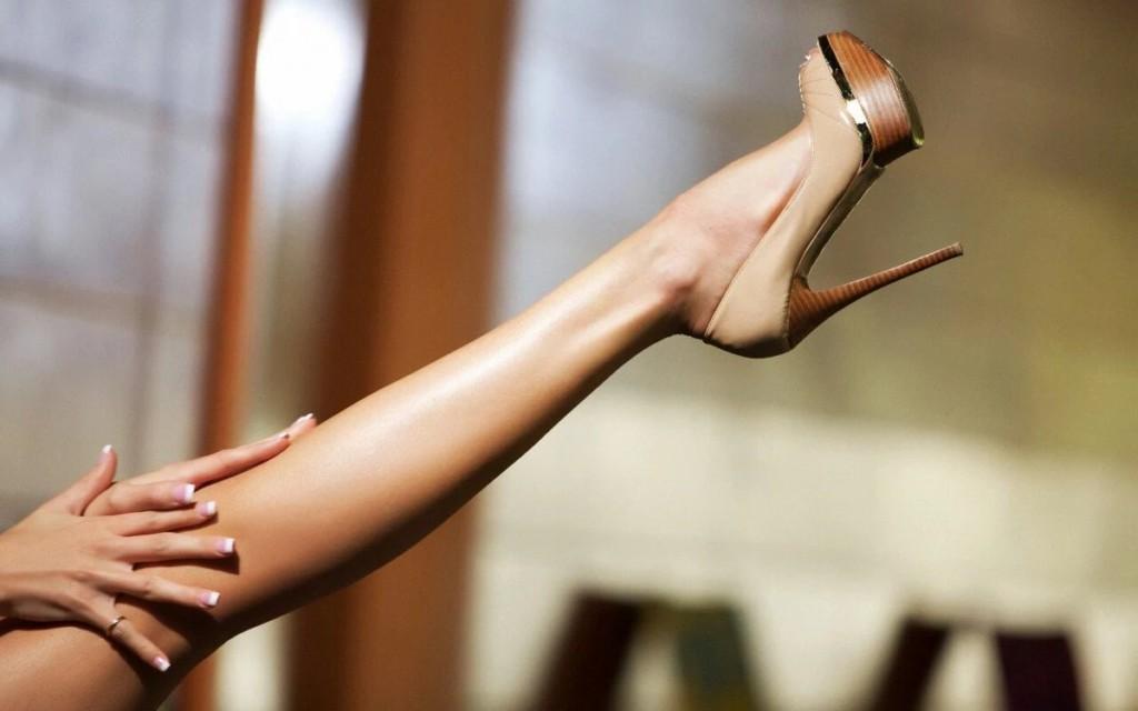 Почему болят ноги во время месячных и перед ними