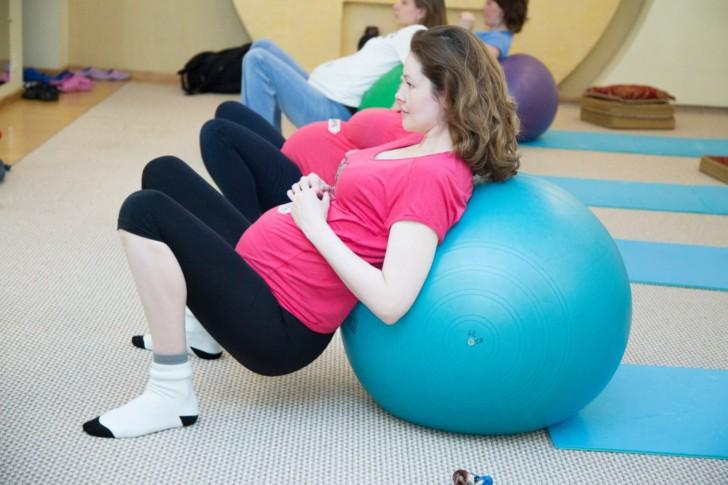 Можно ли делать приседания при беременности