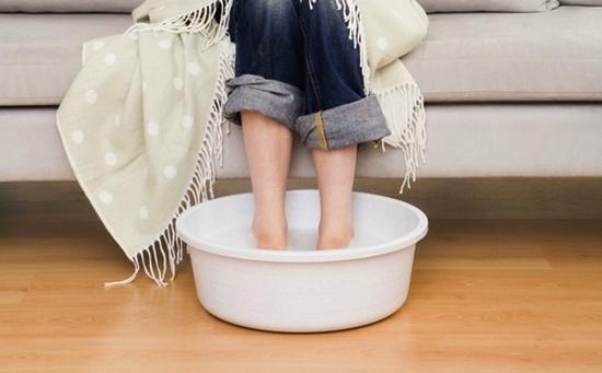 Можно ли беременным на ранних и поздних сроках парить ноги в горячей воде почему