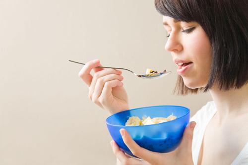 Через сколько после кесарева можно кушать