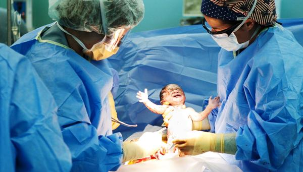 Сколько длится операция кесарево сечение