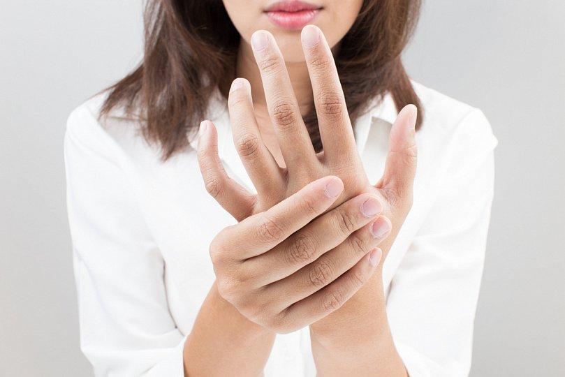 Почему немеют руки при беременности и что делать?