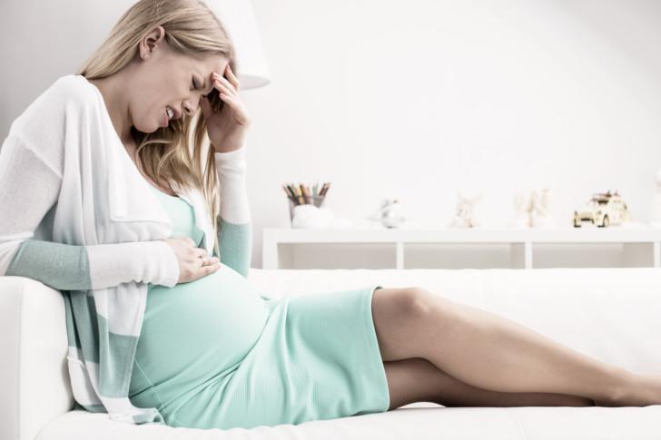 Резкая боль в правом боку при беременности