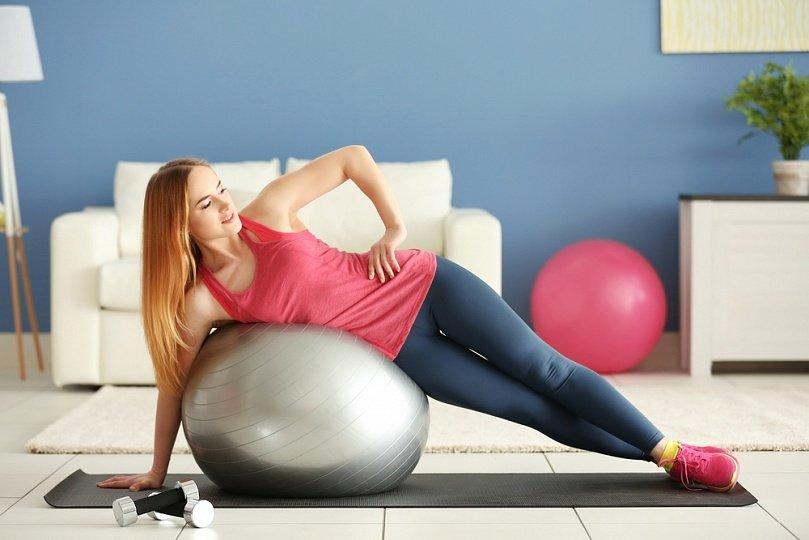 Упражнения на фитболе для похудения после родов